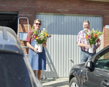 Zet je buur in de bloemetjes op Dag van de buren